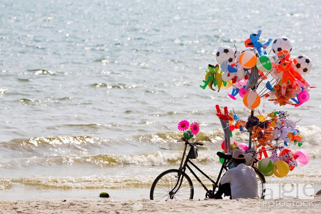 Imagen: Balloon Seller on Serendipity Beach in Sihanoukville, Cambodia.