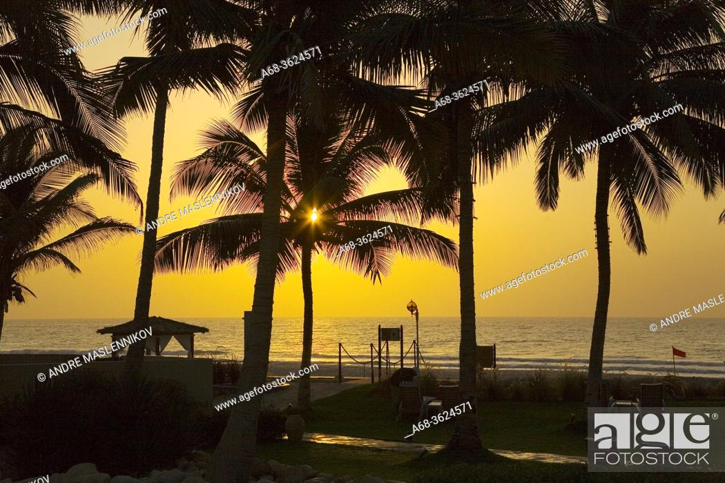 Photo de stock: Sunrise over Indian Ocean at Hilton hotel in Salalah. Oman. .