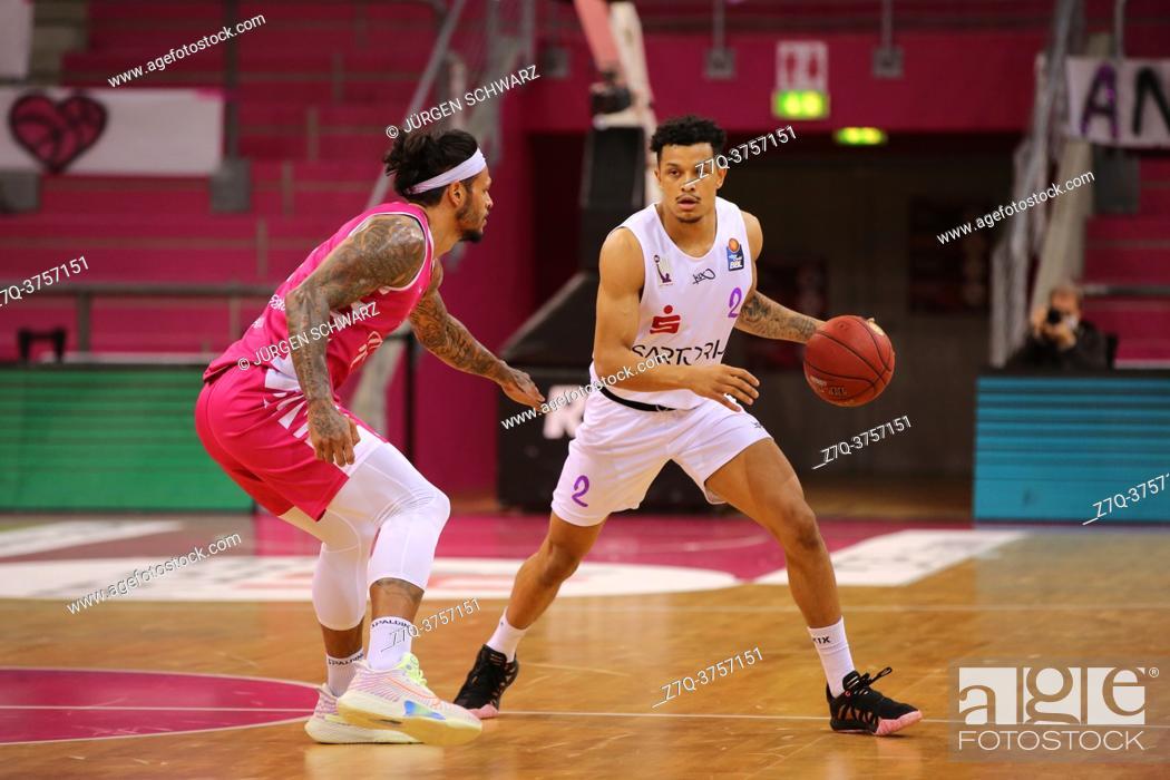 Stock Photo: Bonn, Germany, 27. 12. 2020, Telekom Dome, Basketball Bundesliga, Telekom Baskets Bonn vs BG Goettingen: Chris Babb (Bonn) und Nelson Weidemann (Goettingen).