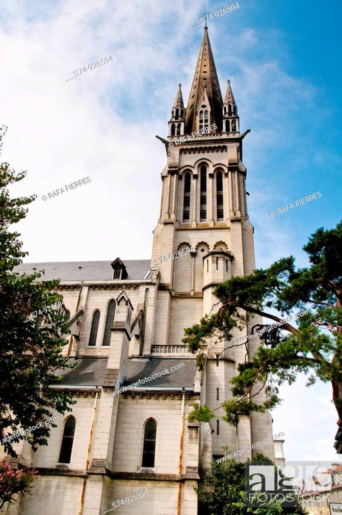 Stock Photo: Iglesia de San Martin en Pau, Francia,.