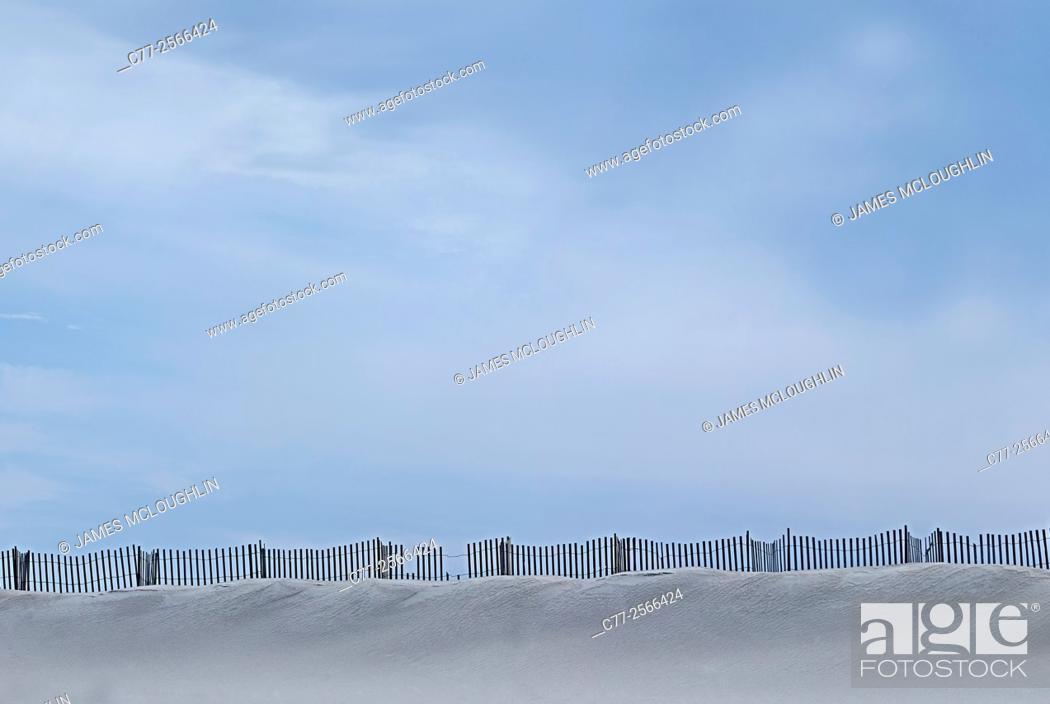 Imagen: Landscape, sand dunes, beach, snow , fence.