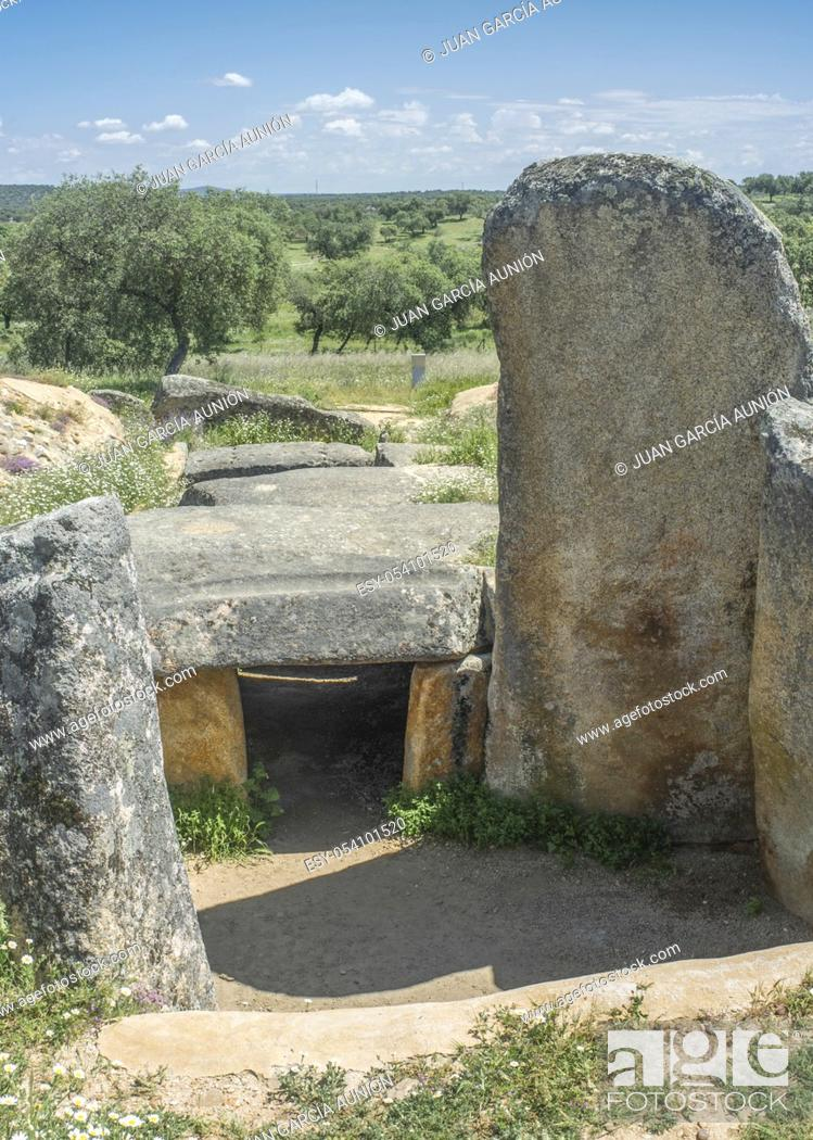 Imagen: Dolmen of Lacara, the biggest megalithic burial in Extremadura. Spain.