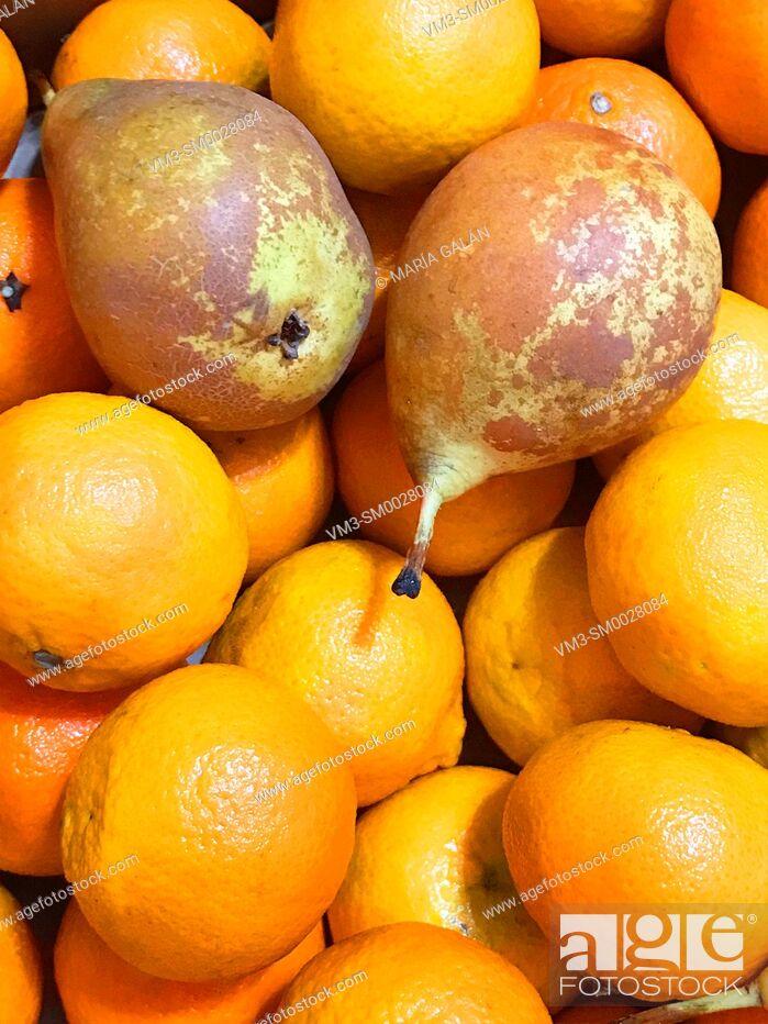 Stock Photo: Mandarins and pears.