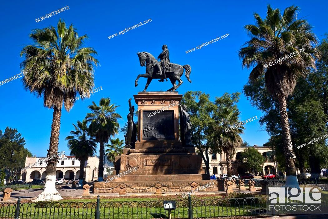 Stock Photo: Low angle view of a monument, Monument of Jose Maria Morelos And Pabon, Plaza Hidalgo, Morelia, Michoacan State, Mexico.
