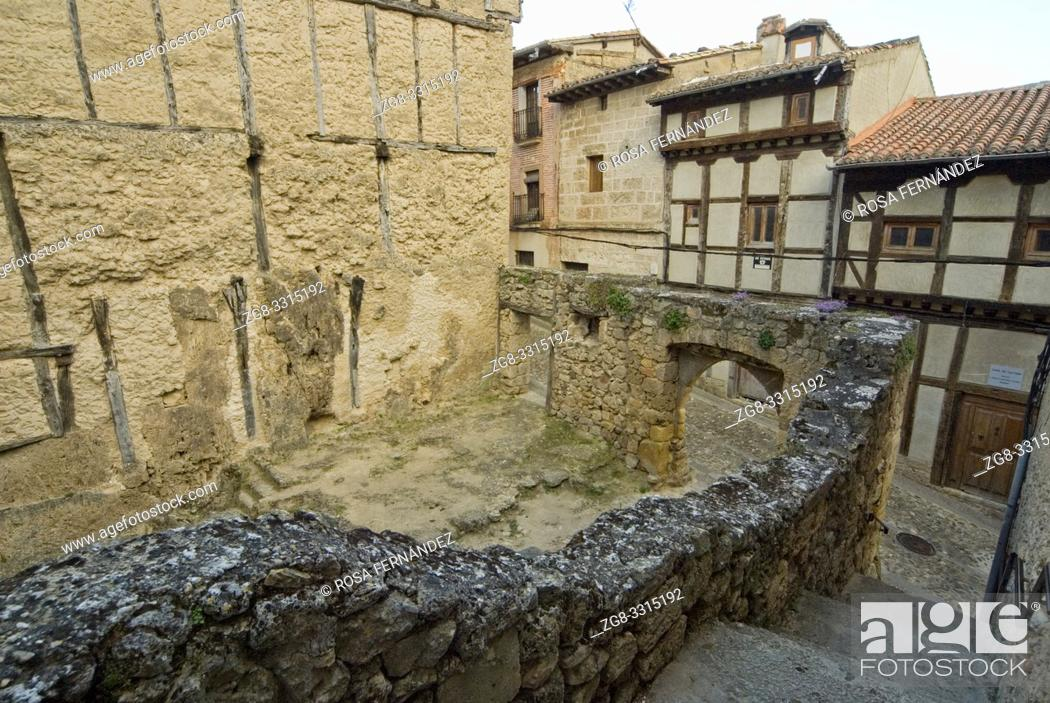 Photo de stock: Street and ruin of ancient building with a stone arch, village of Frias, Las Merindades, province of Burgos, Spain.