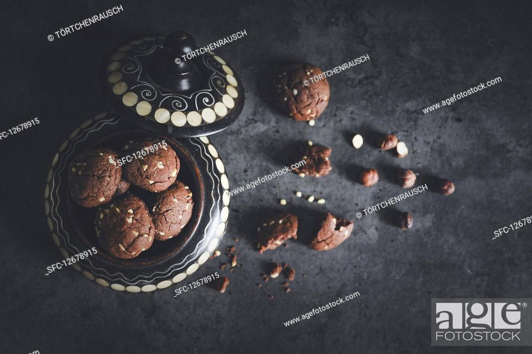 Imagen: Chocolate hazelnut biscuits with chocolate spread cream.
