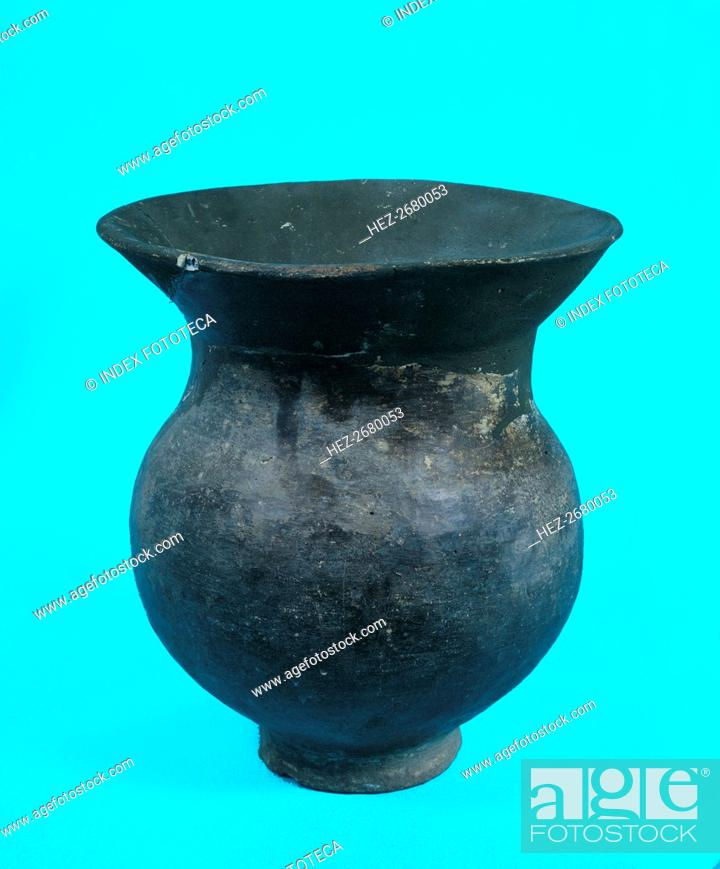 Stock Photo: Urn without decoration, from the necropolis of La Pedrera in Vallfogona de Balaguer, Térmens (Lle?.