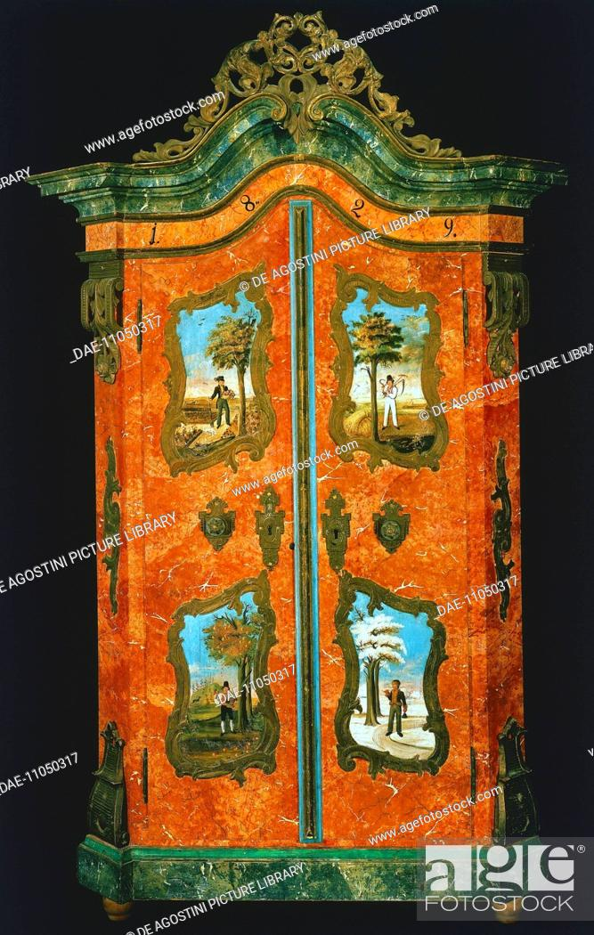 Imagen: Wardrobe with two painted doors, folk art. Germany, 19th century.  Private Collection.
