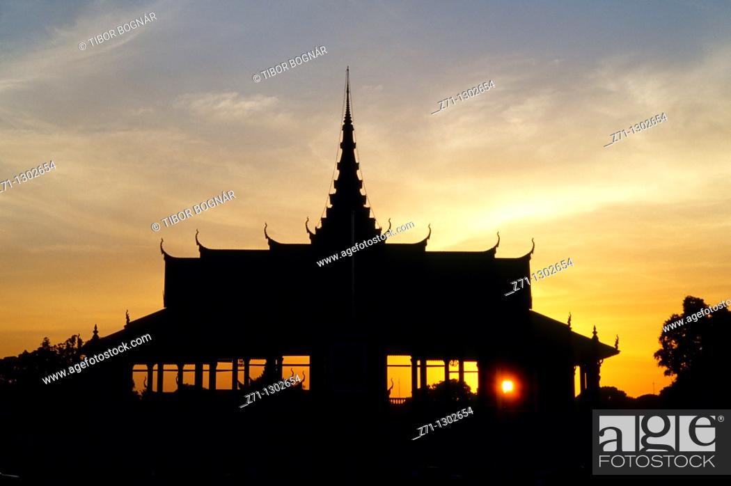 Stock Photo: Cambodia, Phnom Penh, Royal Palace, sunset,.