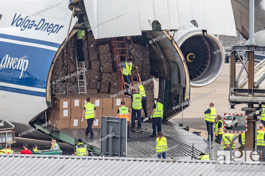 Stock Photo: 22 May 2020, North Rhine-Westphalia, Duesseldorf: An Antonov AN-124 cargo aircraft is unloaded at Düsseldorf airport. Around 6.