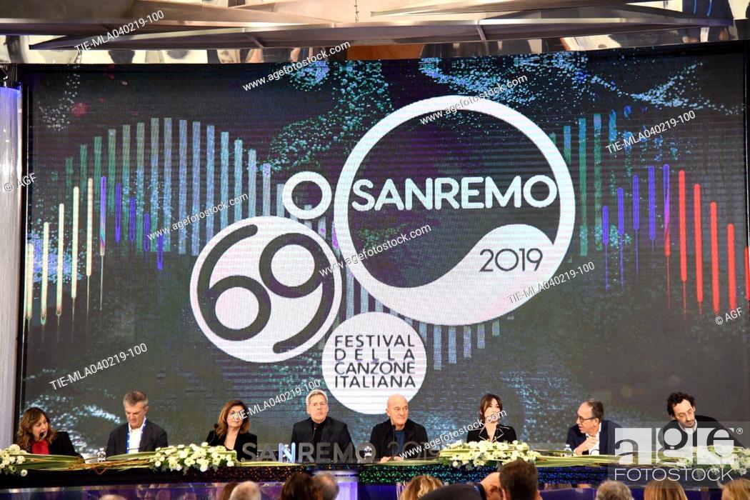 Imagen: Teresa De Santis direttore di Rai 1, Claudio Baglioni, Claudio Bisio, Virginia Raffaele, il sindaco di Sanremo Alberto Biancheri attends the press conference to.