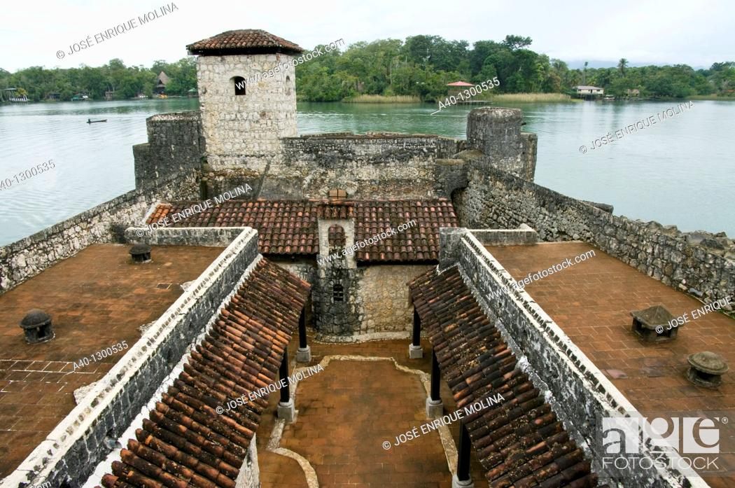 Stock Photo: Guatemala. Izabal. Rio Dulce. Castle of San Felipe.