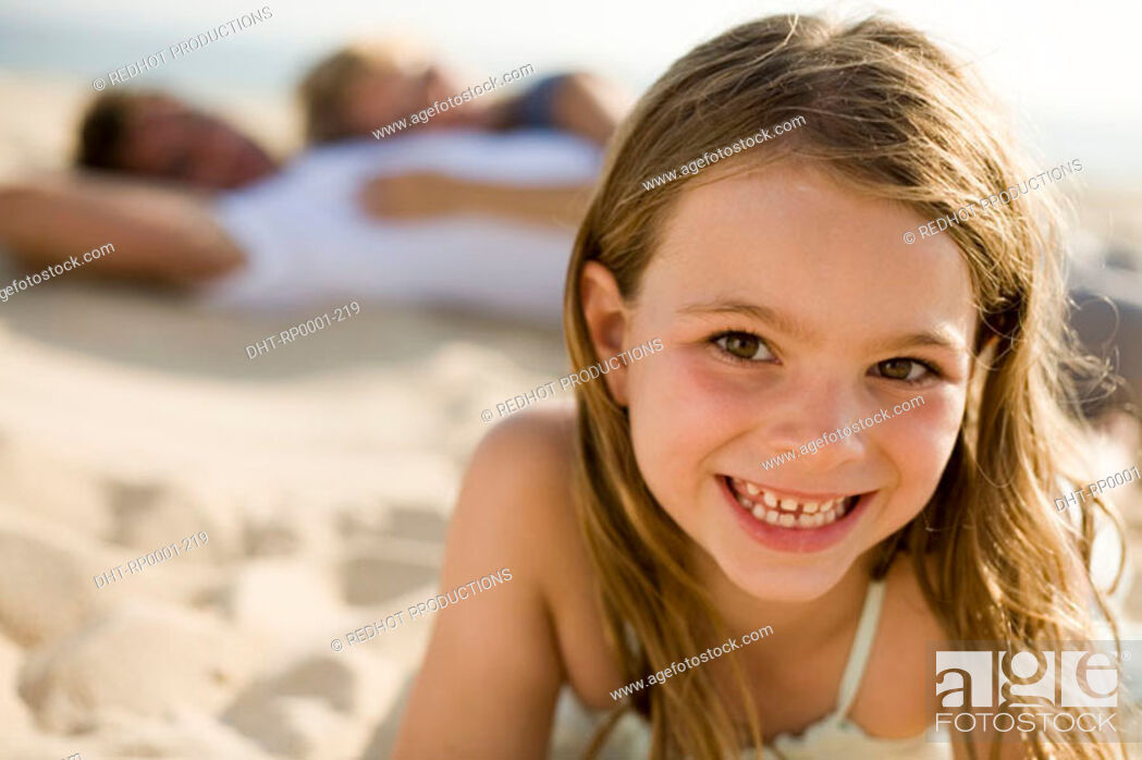 Imagen: Daughter and family on beach.
