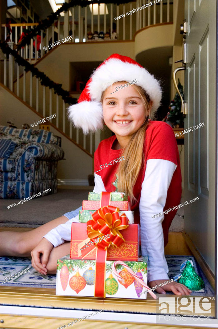 Imagen: Girl with Christmas presents.