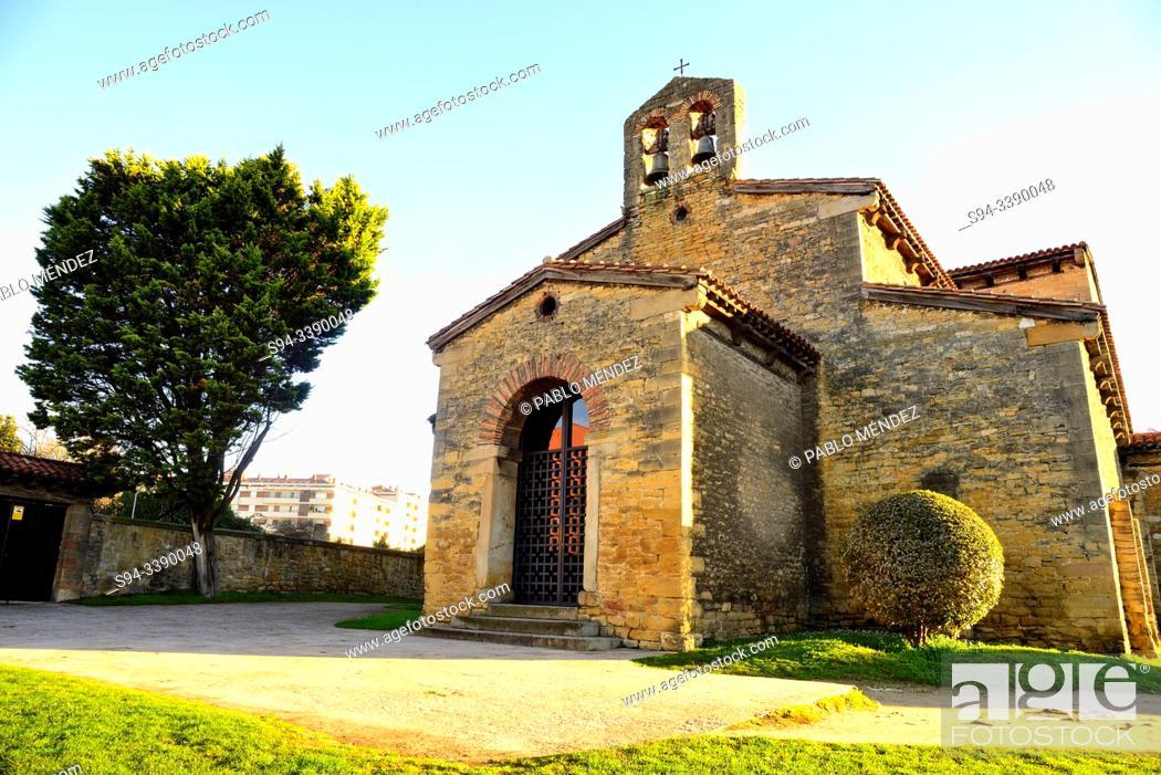 Imagen: Pre-Romanesque church of San Julian de los Prados in surroundings of Oviedo, Asturias, Spain.