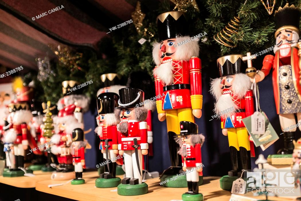 Stock Photo: Europe, Germany, Berlin, Nutcracker, Soldier, A variety of traditional nutcracker figures The Nutcracker and the Mouse King German: Nussknacker und Mausekönig.