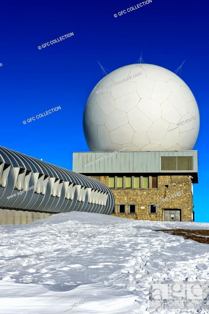 Photo de stock: Radome of the flight control centre Skyguide, radar installations on the peak La Dole, Jura Mountains, Saint-Cergue, Vaud, Switzerland.