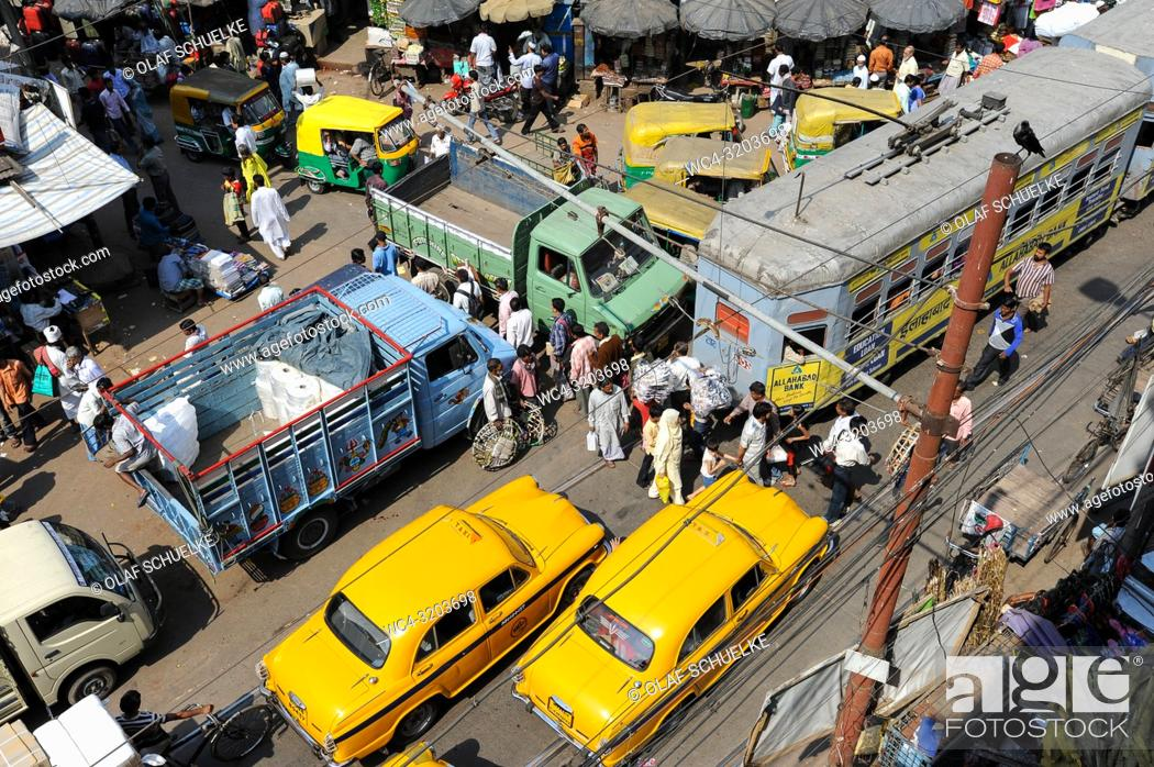 Stock Photo: 25. 02. 2011, Kolkata, West Bengal, India, Asia - A view from above of the daily street traffic in the Indian metropolis.