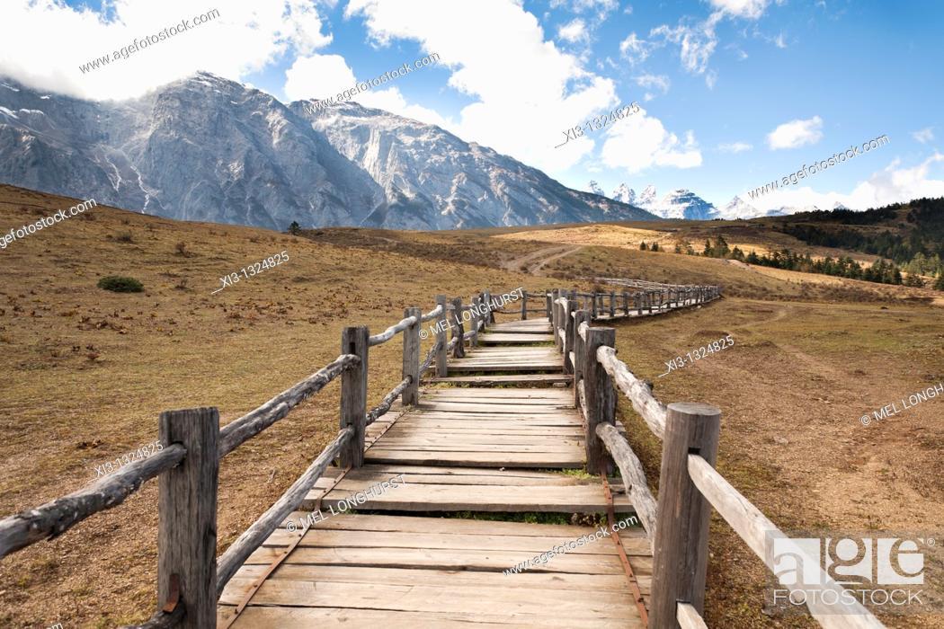 Stock Photo: Yulong Xue Shan Mountain range, also known as Jade Dragon Snow Mountain, from Yak Meadow, Lijiang, Yunnan Province, China.