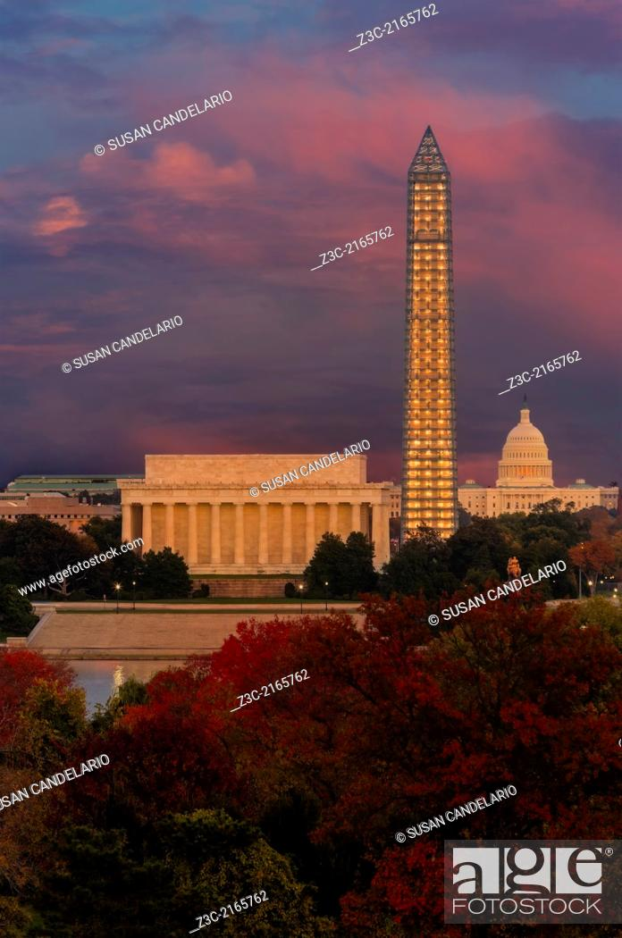 Imagen: A view from across the Patomac River to the Lincoln Memorial, the Washington Monument and the Capitol Building during autumn and sunset.