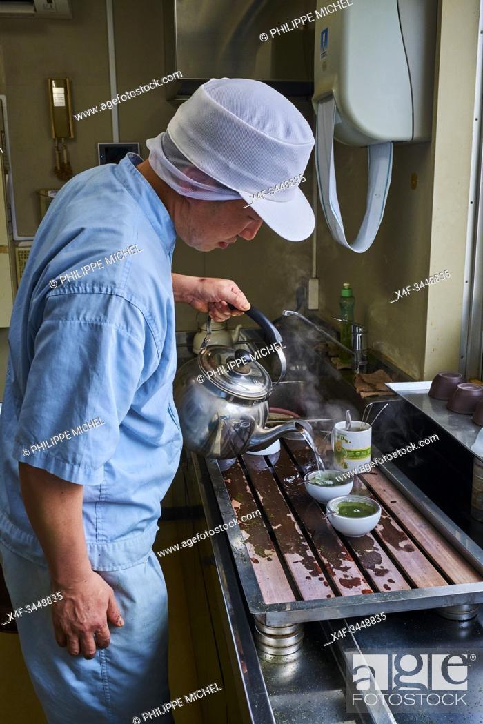 Stock Photo: Japan, Honshu, Shizuoka, tea factory, tea tasteur.