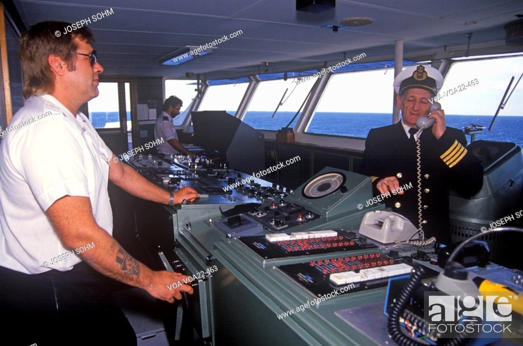 Imagen: The captain of the ferry Bluenose speaking on the bridge phone while a crew member navigates the boat, Yarmouth, Nova Scotia.