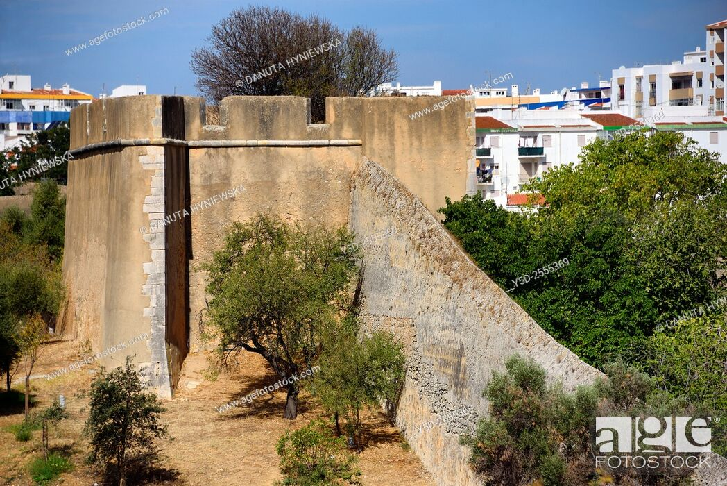 Imagen: Europe, Portugal, Algarve, Lagos, old town, historic fortified walls.