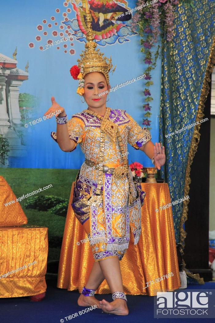 Imagen: Thailand, Bangkok, Lak Muang, City Pillar Shrine, ritual dancer, .