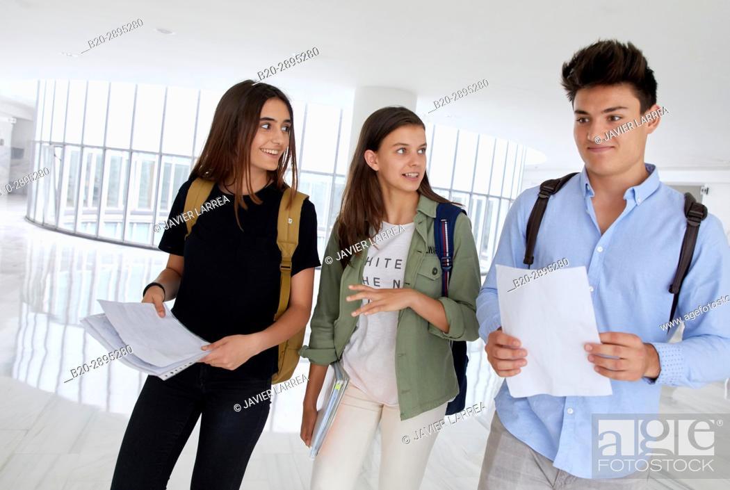 Imagen: Students. College. School of Business Studies. University. Donostia. San Sebastian. Gipuzkoa. Basque Country. Spain.