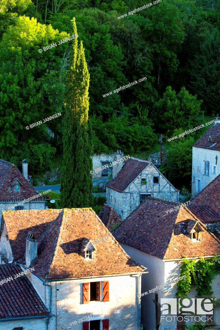 Stock Photo: Evening sunlight over medieval town of Saint-Cirq-Lapopie, Midi-Pyrenees, France.