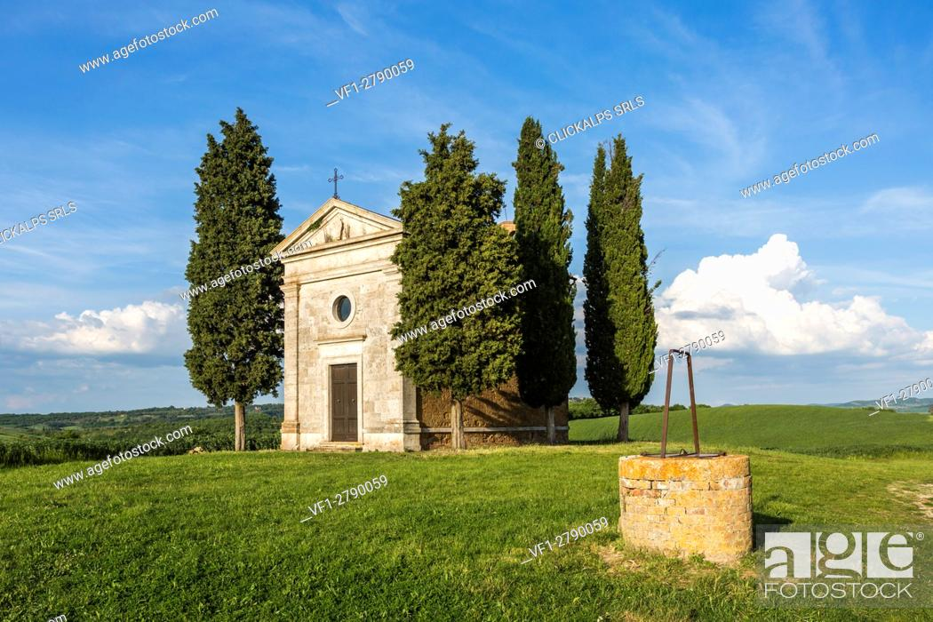 Stock Photo: Madonna di Vitaleta chapel and its well, San Quirico d'Orcia. Orcia Valley, Siena district, Tuscany, Italy.
