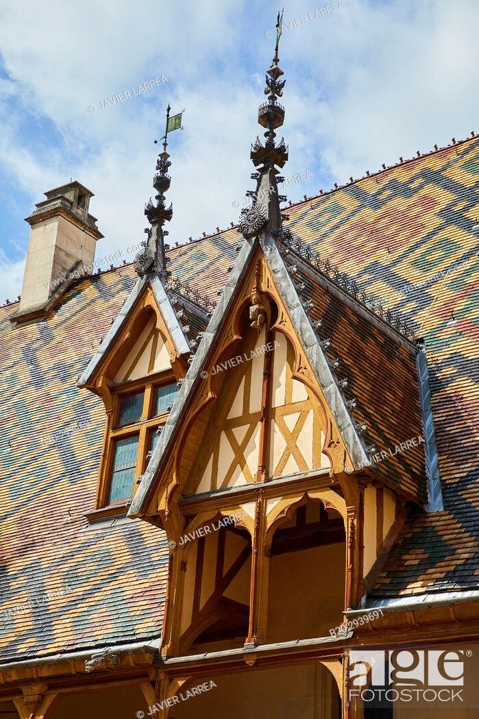 Stock Photo: The Courtyard, The Hôtel-Dieu, Hospices de Beaune, Beaune, Côte d'Or, Burgundy Region, Bourgogne, France, Europe.