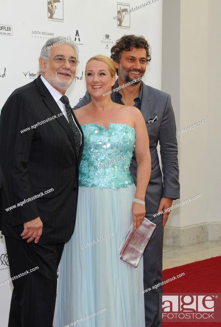 Tenor singers Placido Domingo (L), Jonas Kaufmann (R) and soprano