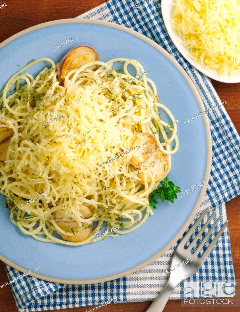Stock Photo: Spaghetti with garlic and herbs.