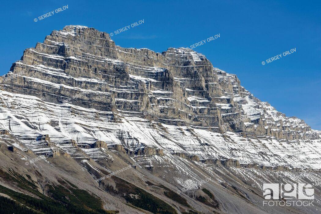 Stock Photo: Canada, Alberta, Jasper, Mountain landscape in Jasper National Park.