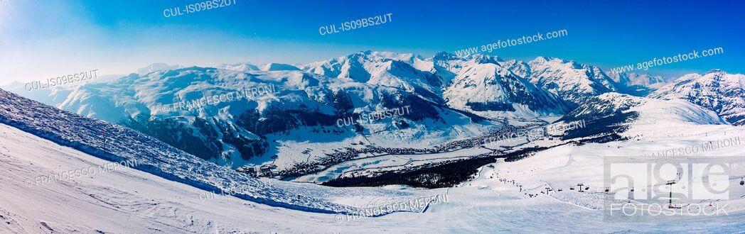Stock Photo: Snow covered Alps, Livigno, Mottolino, Italy.