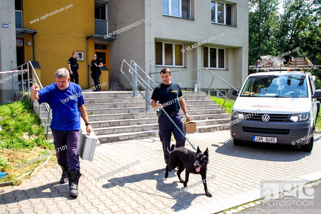 Imagen: Police technicians with a dog leave the scene one day after arson attack in Bohumin, Czech Republic, on August 9, 2020. Eleven people died in a fire in a.
