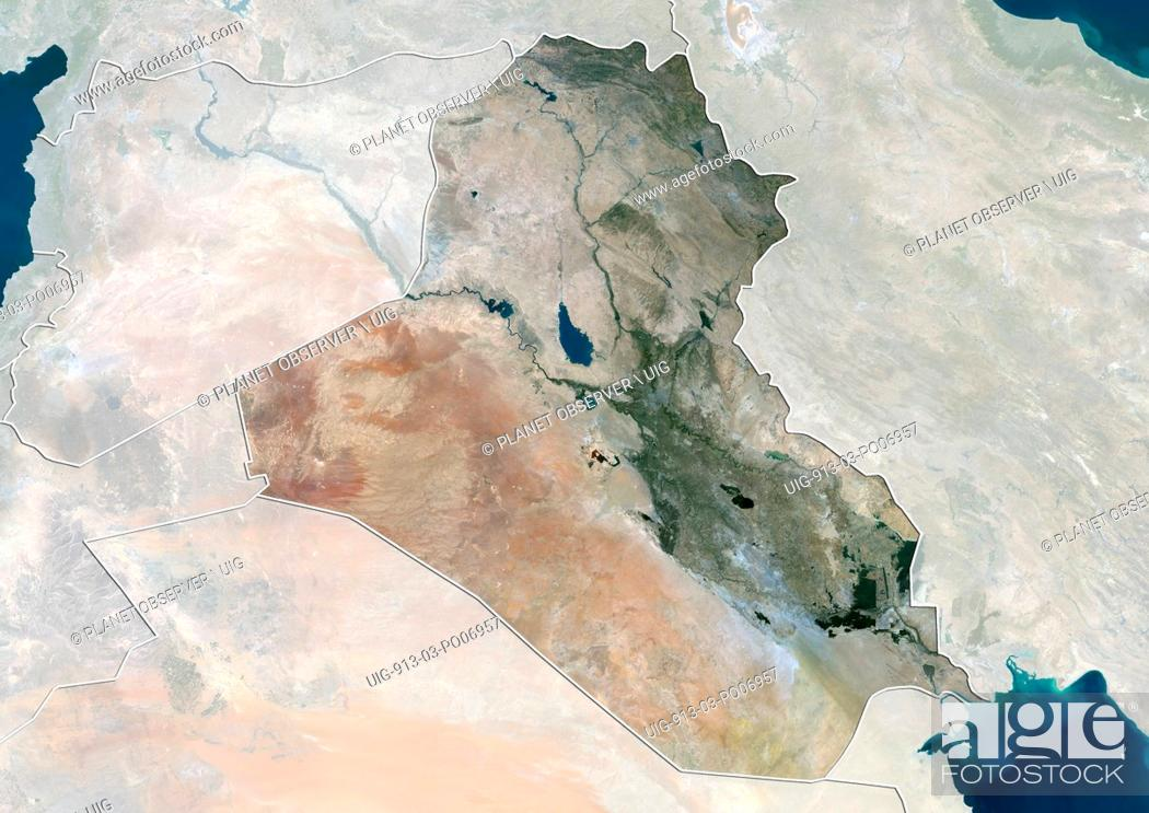 Imagen: Satellite view of Iraq (with country boundaries and mask). This image was compiled from data acquired by Landsat 8 satellite in 2014.