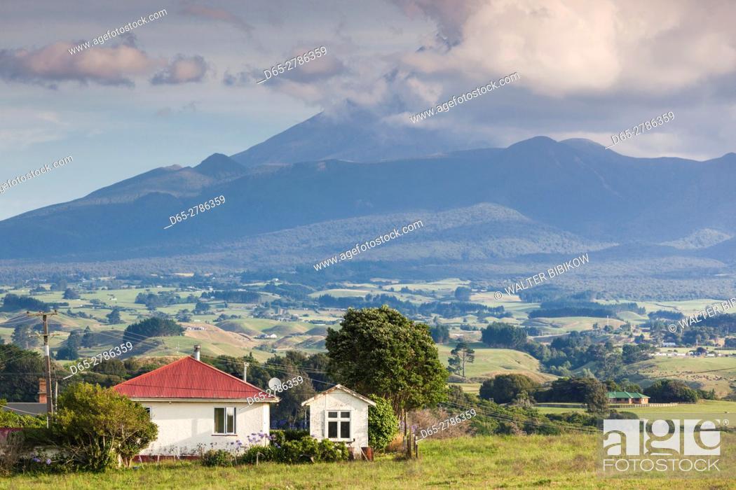 Stock Photo: New Zealand, North Island, New Plymouth, Mt. Taranaki.