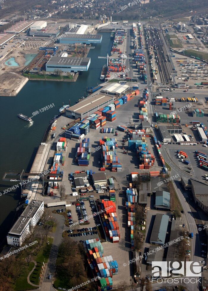 Imagen: Duisport, port and logistics center, Ruhrort inland port on the Rhine river, largest inland port in the world, DeCeTe container terminal.