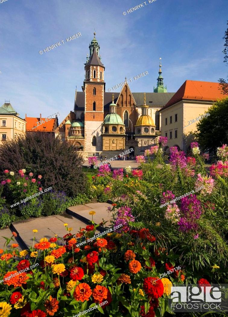 Stock Photo: Poland, Krakow, Sigismund's Cathedral and Chapel as part of Royal Castle at Wawel Hill.
