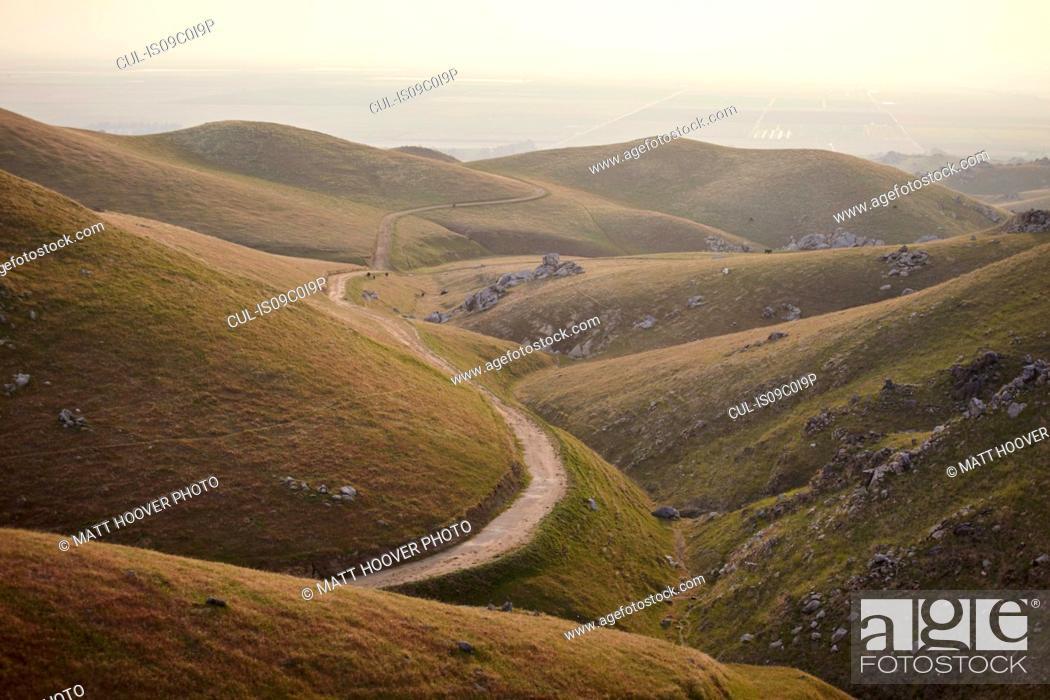 Imagen: Winding valley road, Tehachapi, California, United States.