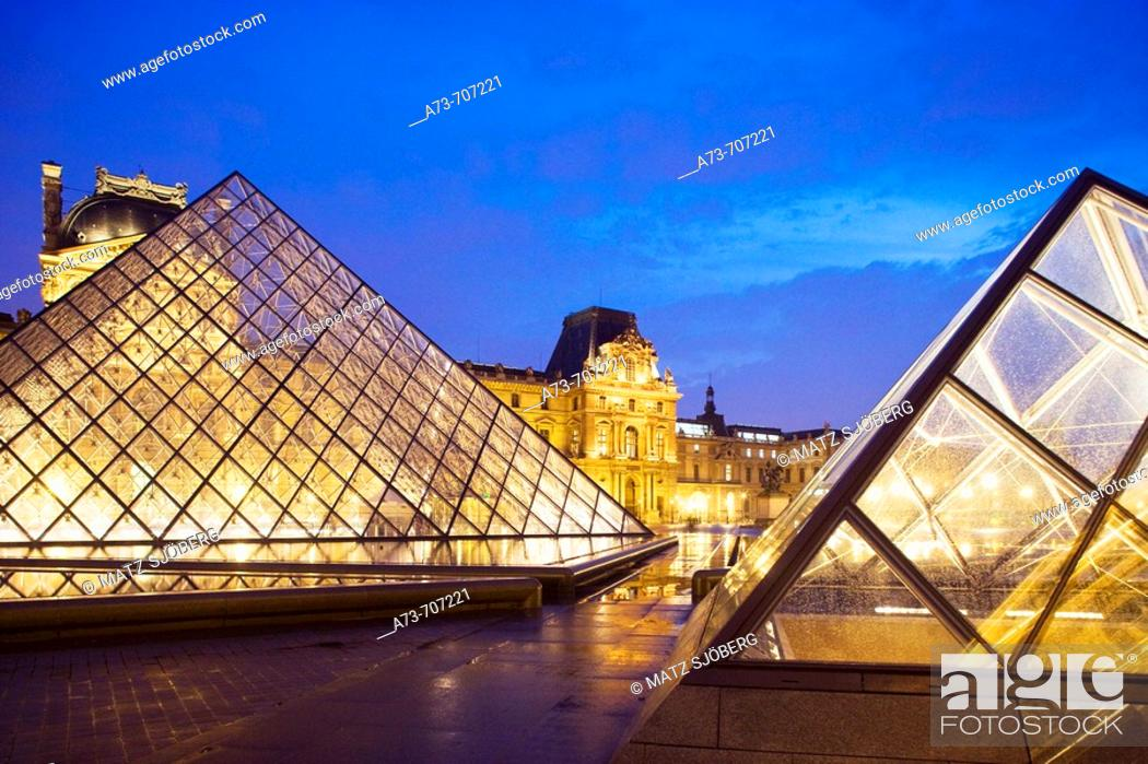 Stock Photo: Musee du Louvre (Louvre Museum), the Pyramid and the exterior, Paris. France.