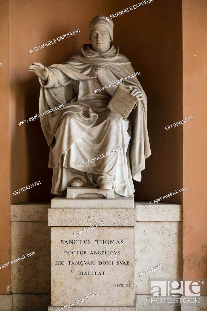 Imagen: statue of St. Thomas Aquinas Angellicum University, Rome, Italy.
