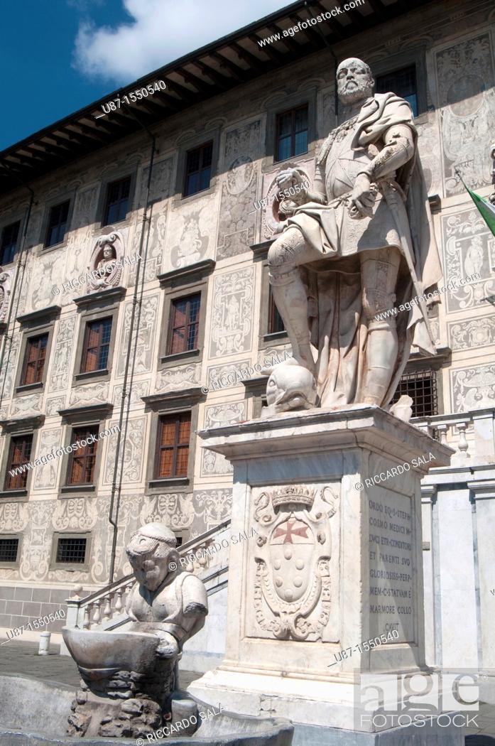Stock Photo: Italy, Tuscany, Pisa, Piazza dei Cavalieri, Statue Cosimo I Medici Background Palazzo della Carovana Scuola Normale University.