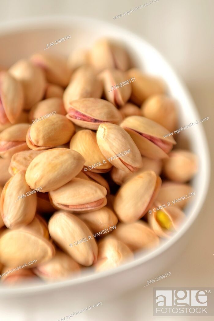 Stock Photo: Healthy snacks: bowl of unsalted pistachio nuts. Shot with LensBaby for selective focus.