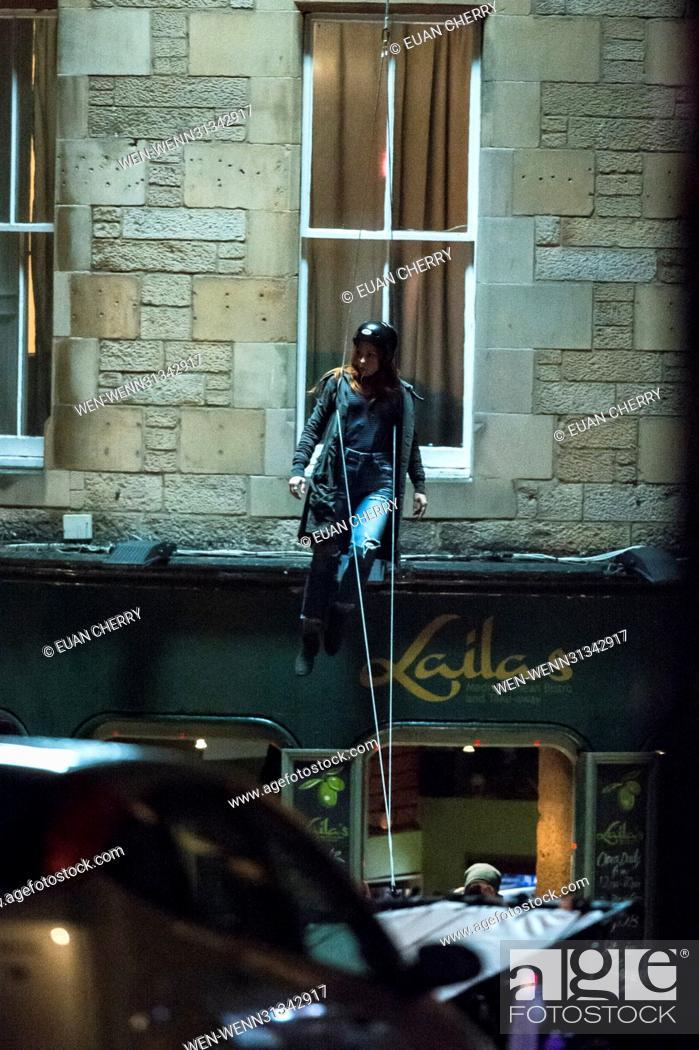 Imagen: Elizabeth Olsen (Scarlett Witch) is spotted on set in Edinburgh as the first unit film for The Avengers: Infinity War. Featuring: Elizabeth Olsen Stunt double.