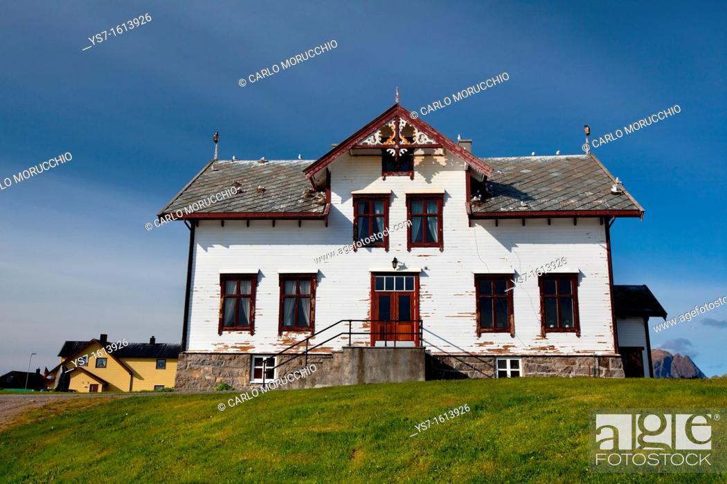Imagen: Traditional wooden house in Andenes village, Andøya island, Vesterålen archipelago, Troms Nordland county, Norway.