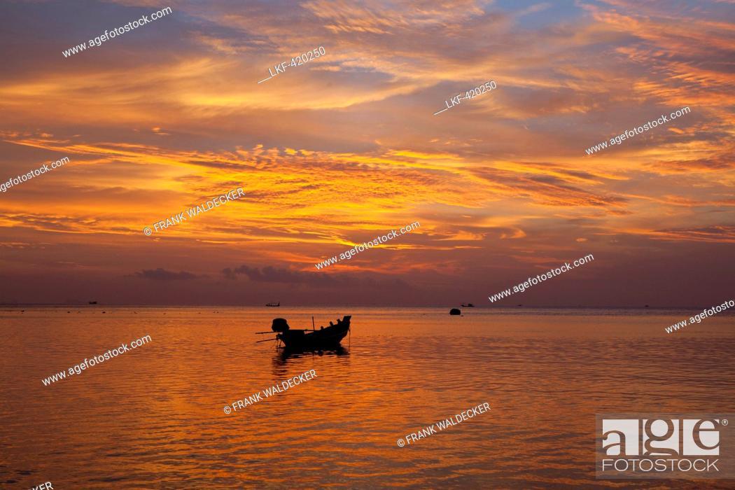 Imagen: Fishing boat at Haad Yao Beach or Long Beach, Koh Phangan Island, Surat Thani Province, Thailand, Southeast Asia.