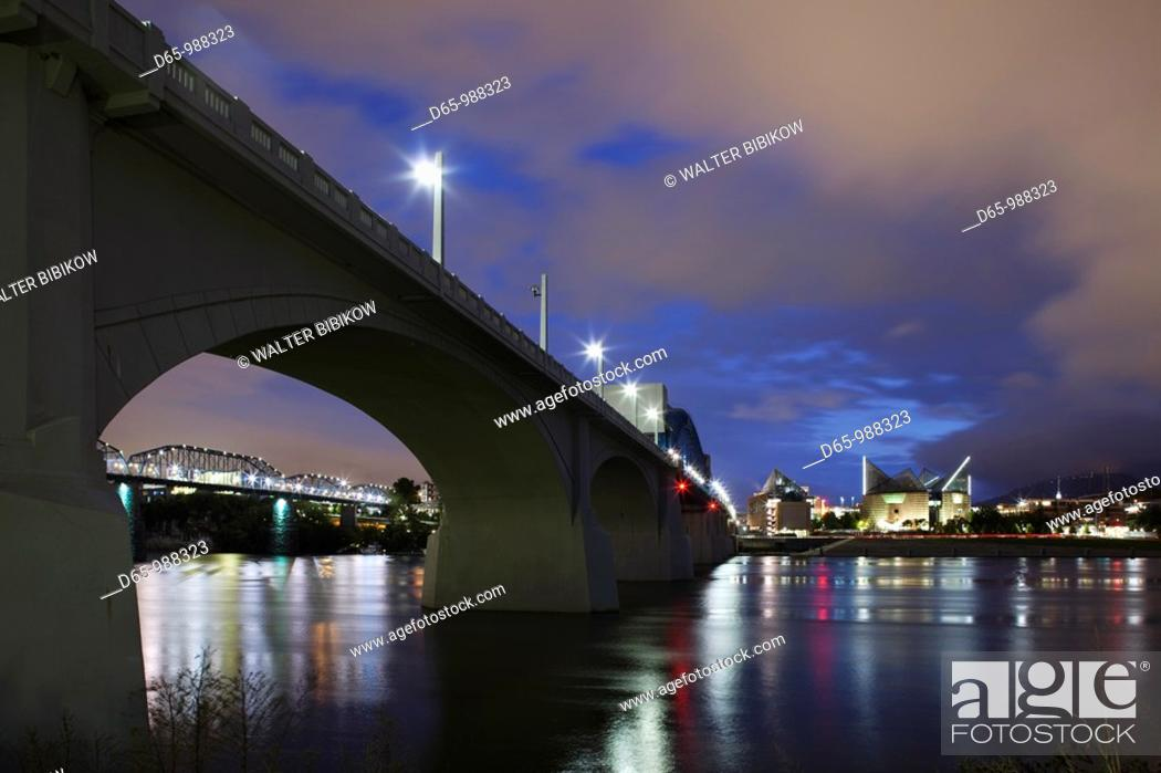Stock Photo: USA, Tennessee, Chattanooga, Market Street Bridge and Tennessee Aquarium, dusk.